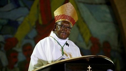 L'archevêque de Kinshasa, Fridolin Ambongo Besungu, ici le 24 décembre 2018 pour la messe de la Nativité. © REUTERS/Baz Ratner